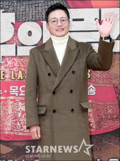 [★포토]윤다훈, '품격있는 손 인사'