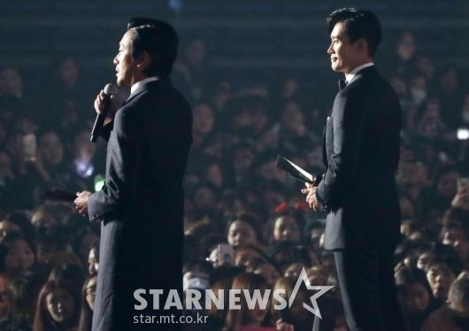 [★포토]수상소감 말하는 이병헌-하정우