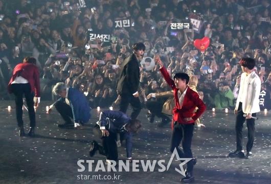 [★포토]방탄소년단, AAA 대상 수상