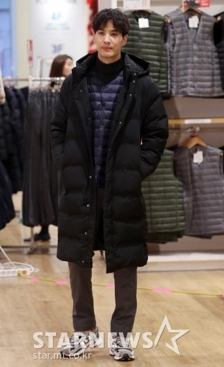 [★포토]김지석, '수트대신 롱패딩도 멋져'