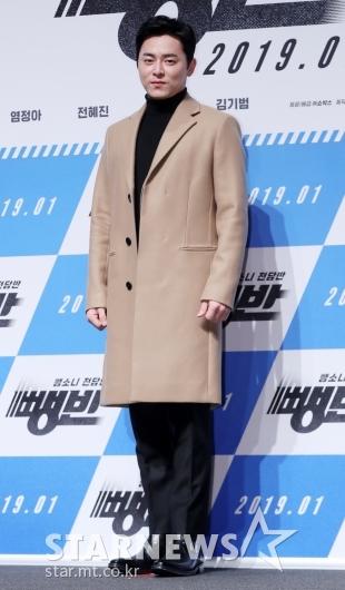 [★포토]조정석, '젠틀함 넘치는 코트 핏'