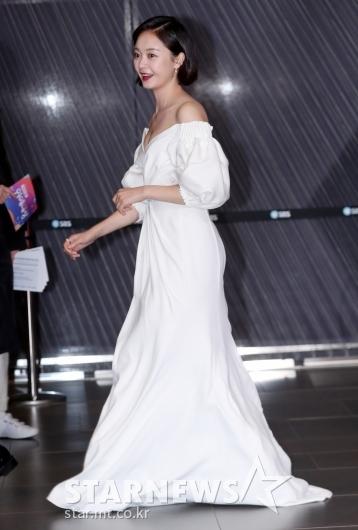 [★포토]전소민, '바닥 쓸고다니는 롱 드레스'