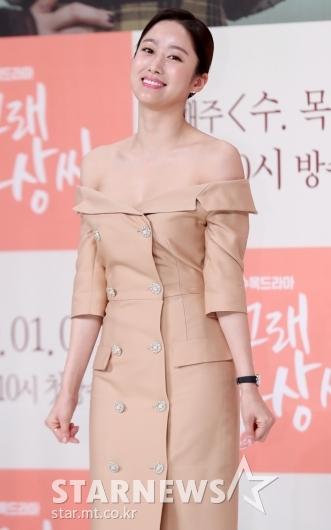 [★포토]전혜빈, '오프숄더로 드러낸 예쁜 어깨선'