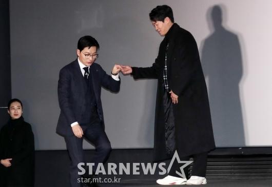 [★포토]이동휘, '저도 손 잡아주세요'