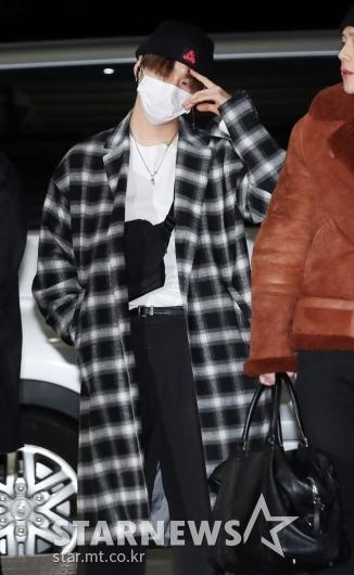 [★포토]아이엠, '가방은 코트 안에 쏙'