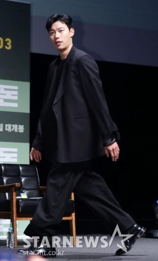 [★포토]류준열, '올블랙 시크남'