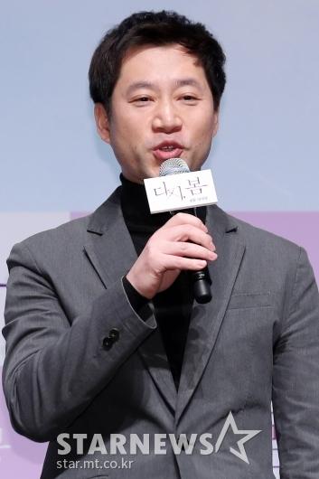 [★포토]인사말하는 정영주 감독