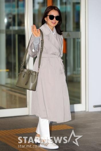 [★포토]김희애 '차분한 공항패션'