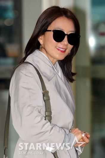 [★포토]김희애 '예쁜화보 찍고 올게요'