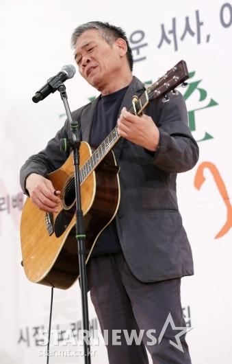 [★포토]정태춘, '아름다운 기타 연주'