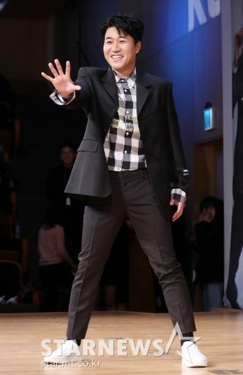 [★포토]김종민, 온몸으로 '5G'