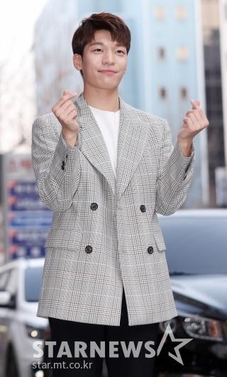 [★포토]위하준, '누나팬들 저격하는 하트'