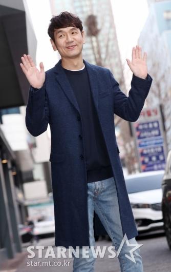 [★포토]김태우, '손인사도 젠틀하게'