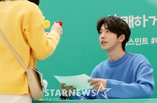 [★포토]남주혁, '팬 바라보는 꿀 눈빛'