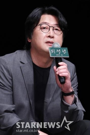 [★포토]김윤석, '감독으로 스크린 첫 데뷔'