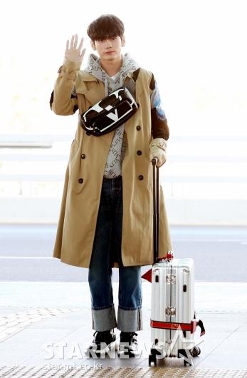 [★포토]옹성우, '트렌치 코트 입고 떠나요'