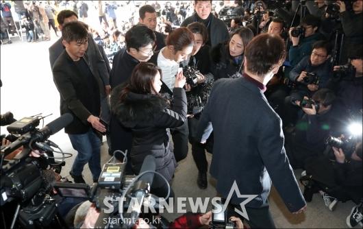 [★포토]'몰카 유포 혐의' 정준영, 경찰서 출석