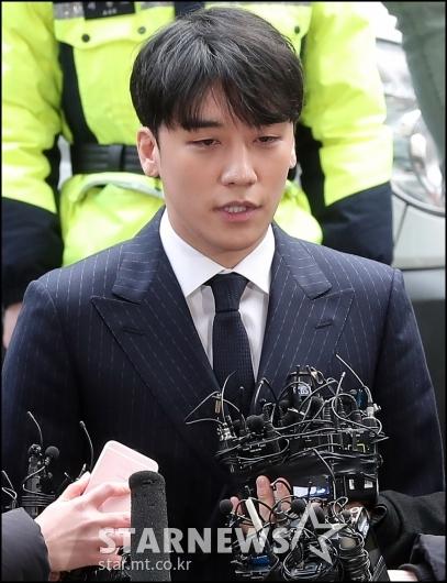 [★포토]'성접대 의혹' 승리, 경찰 출석