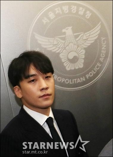 [★포토]'성접대 의혹' 조사받는 승리