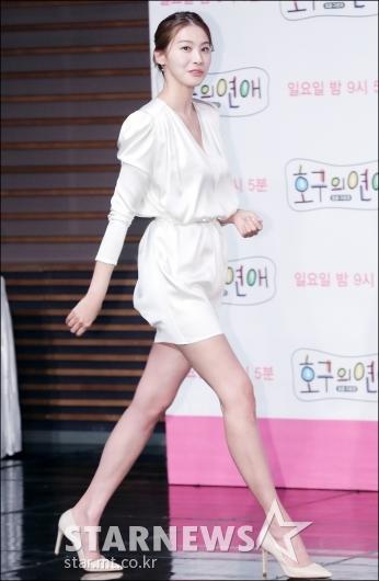 [★포토]유인영, '어마어마한 다리 길이'