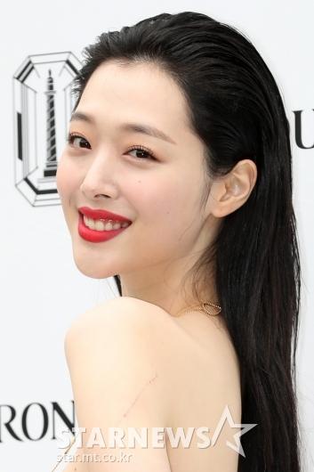 [★포토]설리, 섹시한 붉은 입술