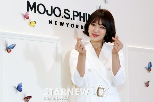 [★포토]박신혜 '봄을 부르는 하트'