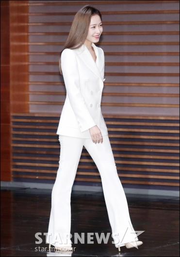 [★포토]홍수현, '긴 다리 돋보이는 패션'