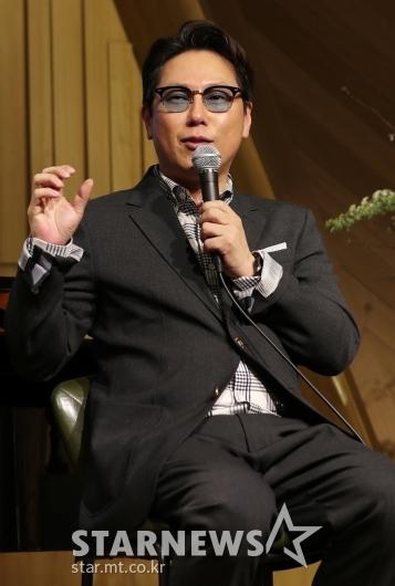 [★포토]윤종신, '데뷔 30주년 맞았습니다'