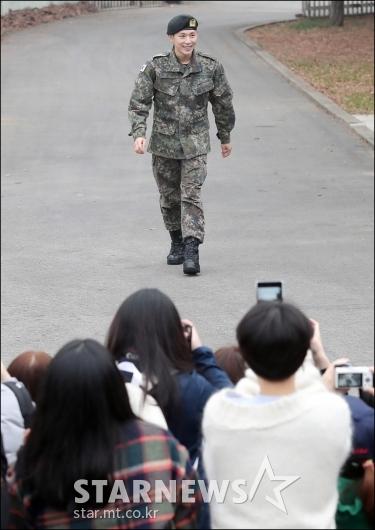 [★포토]임시완, '군 복무 마치고 팬들 곁으로'