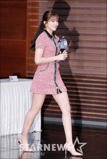 [★포토]안유진, '긴 다리 뽐내며'