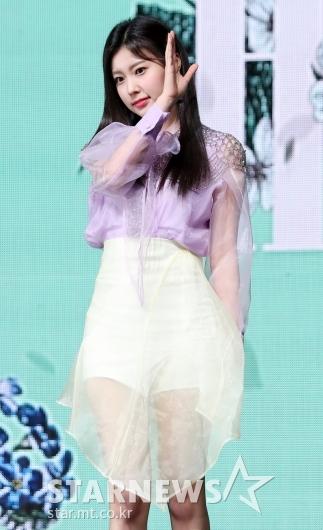 [★포토]강혜원, '꽃잎을 입은 듯'