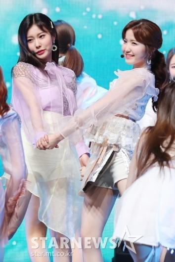 [★포토]강혜원-히토미, '둘이 합쳐 상큼미 폭발'