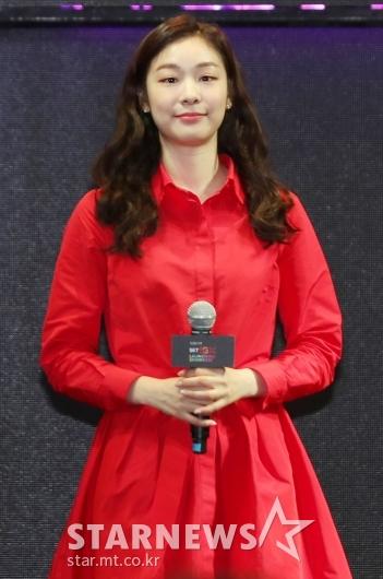 [★포토]김연아, '잘 어울리는 레드'