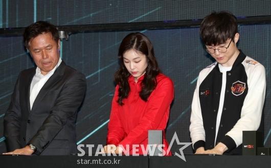 [★포토]박정호 사장-김연아-페이커, '핸드스캔 준비 중'