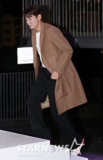 [★포토]김영광, '긴 다리로 계단을 성큼'