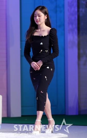 [★포토]최리, '몸매 돋보이는 밀착 패션'