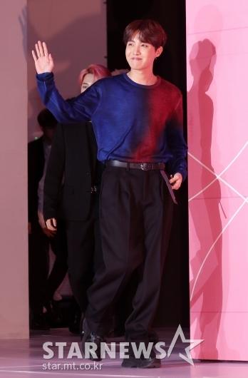 [★포토]제이홉, '반가운 손인사 활짝'