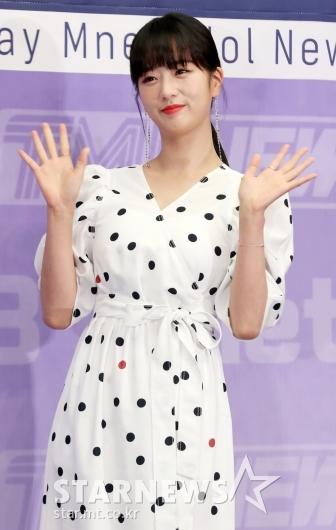 [★포토]윤보미, '사랑스러운 손인사'