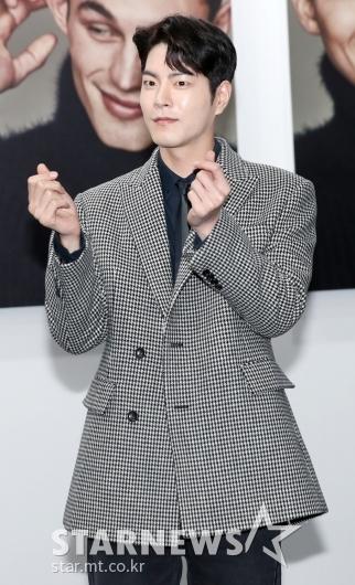 [★포토]홍종현, '하트를 이렇게?'