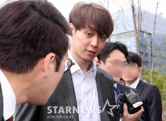 [★포토]취재진 바라보는 박유천