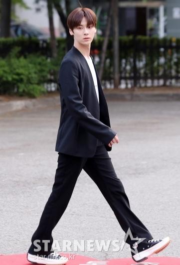 [★포토]황민현, '한눈에 봐도 긴 다리'