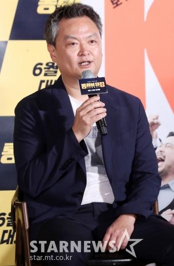 [★포토]강윤성 감독, '범죄도시' 이어 '롱 리브 더 킹'으로