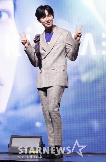 [★포토]김재환, 솔로 앨범 '안녕하세요'