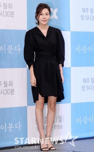 [★포토]김하늘, '차분한 블랙 원피스'