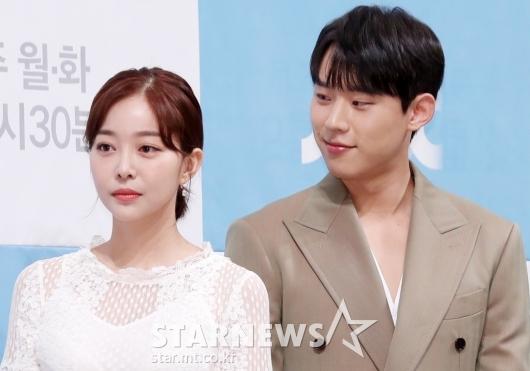 [★포토]김성철, '김가은에게 애정 담긴 눈빛'