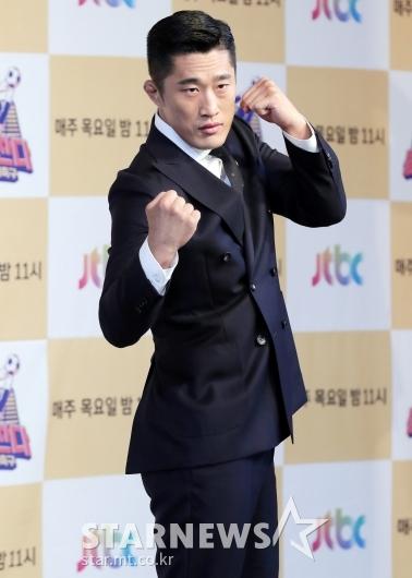 [★포토]김동현, '무서운 조기축구 선수'