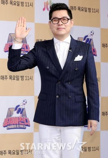[★포토]김용만 '내가 조기축구 스트라이커'