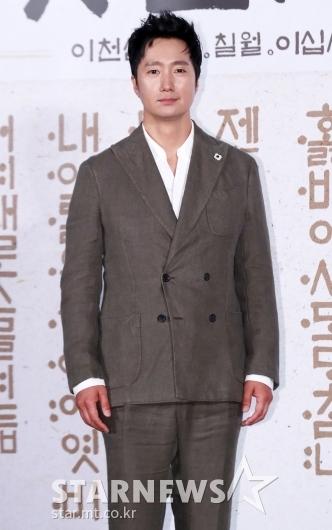 [★포토]박해일 '언제나 멋짐 풀장착'