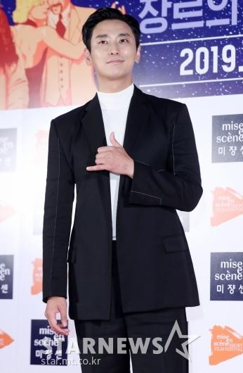 [★포토]주지훈 '더위에도 포기 못한 패션'