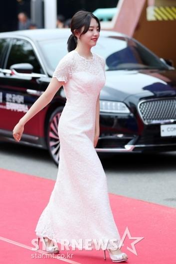 [★포토]김소혜, 설레는 발걸음